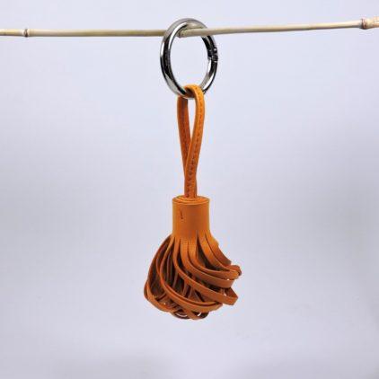 Pompon porte clef décoration sac main maroquinerie Lyon cuir jaune orange