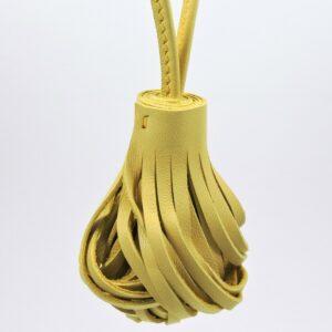 Pompon porte clef décoration sac main maroquinerie Lyon cuir jaune