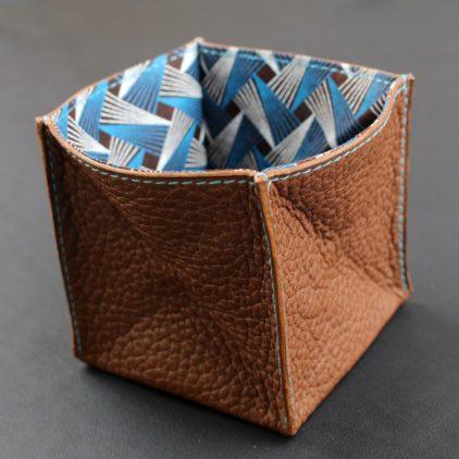 Porte monnaie origami cuir maroquinerie Lyon femme cuir marron