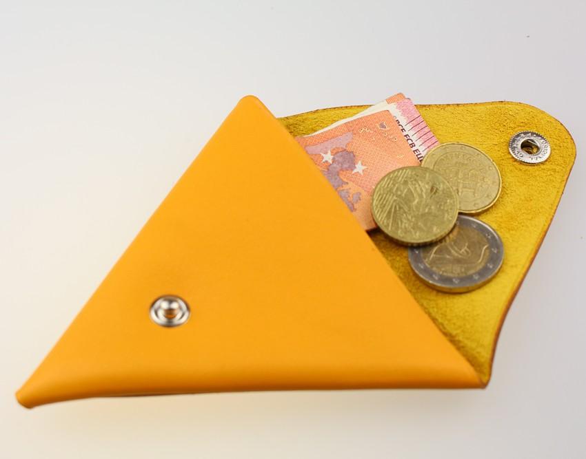 Porte monnaie triangle cuir femme jaune