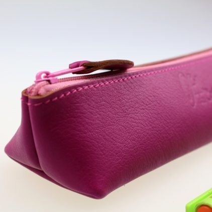 Trousse stylos maquillage cuir maroquinerie Lyon fuchsia