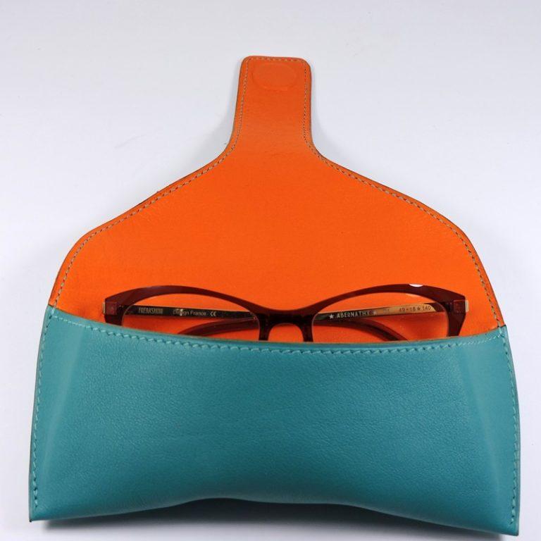 etui lunettes soleil cuir bleu turquoise maroquinerie lyon accessoires
