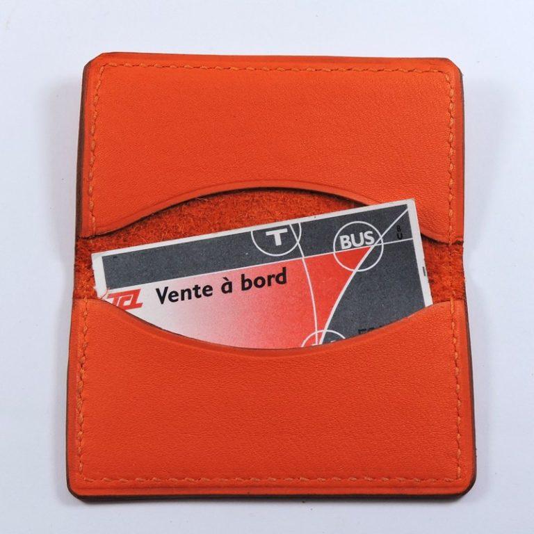 porte ticket cuir metro bus paris lyon maroquinerie rouge orange accessoire