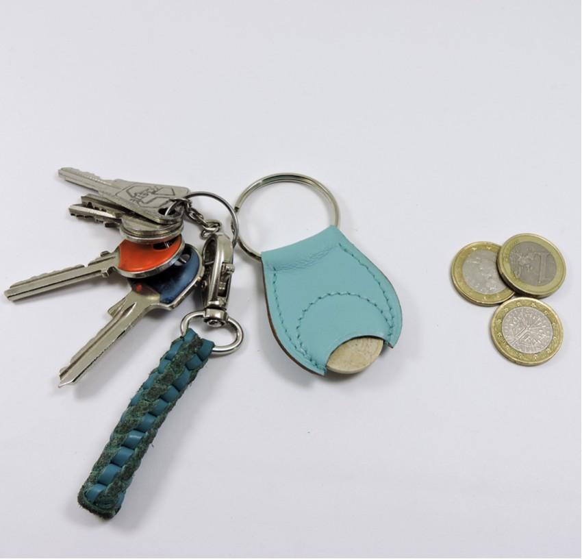 Porte clef cuir jeton caddie bois maroquinerie Lyon bleu ciel