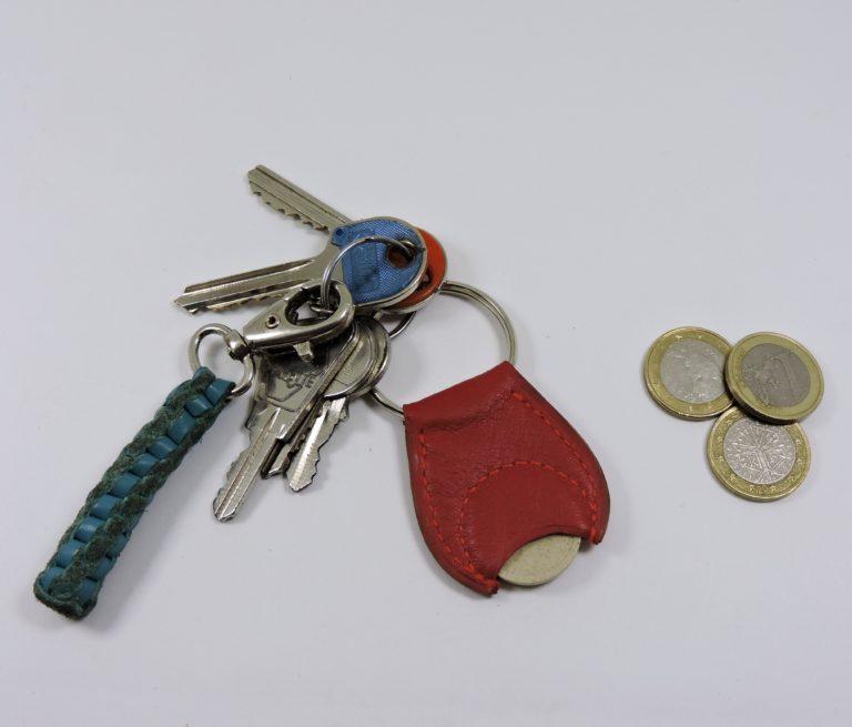 Porte clef cuir jeton caddie bois maroquinerie Lyon rouge