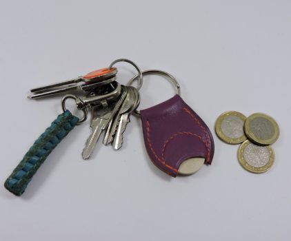 Porte clef cuir jeton caddie bois maroquinerie Lyon violet