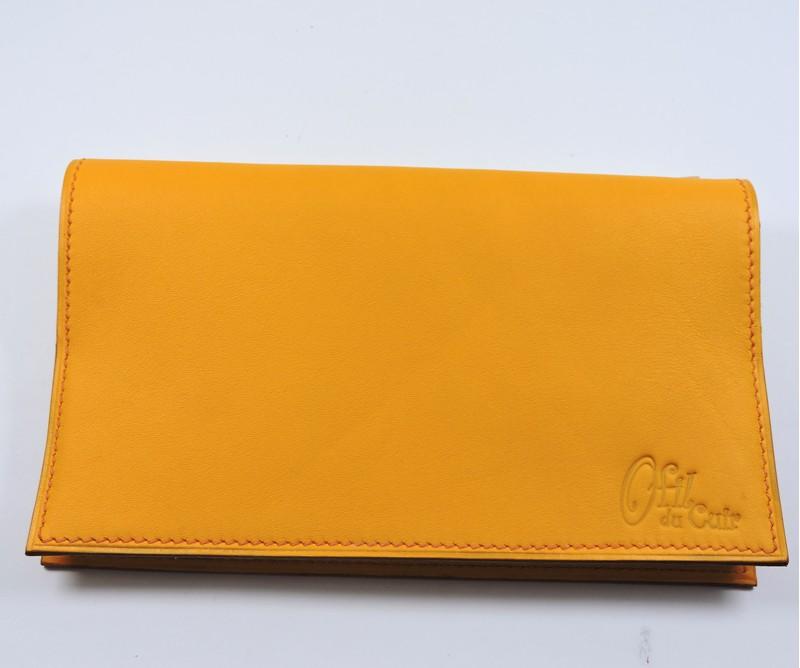 Protège chéquier cuir accessoire maroquinerie Lyon cuir jaune orangé