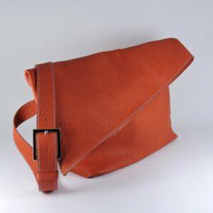 sac main asymetrique bandouliere besace femme maroquinerie cuir graine lyon