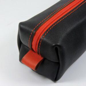 Trousse carrée stylos crayons école maroquinerie Lyon cuir noir rouge