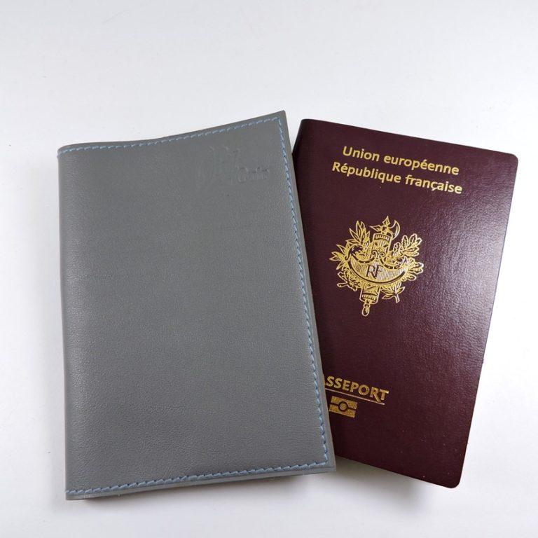 Protège passeport voyage cuir gris