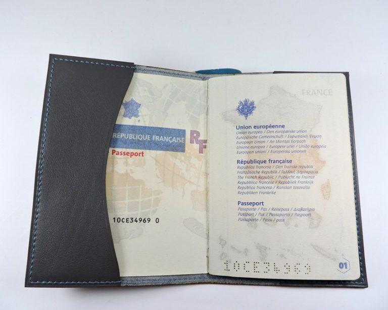 Protège passeport voyage cuir gris maroquinerie