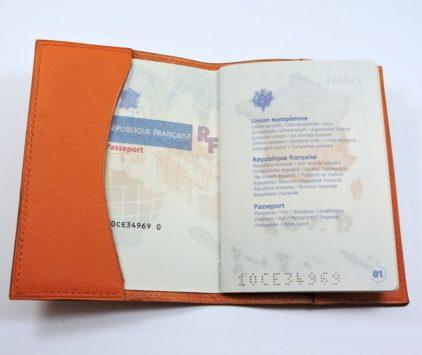 Protège passeport voyage cuir orange maroquinerie