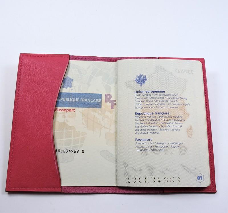 Protège passeport voyage cuir rose maroquinerie