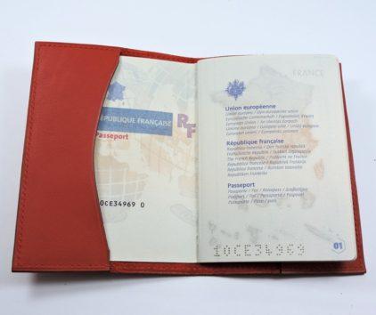Protège passeport voyage cuir rouge orangé maroquinerie
