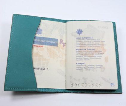 Protège passeport voyage cuir vert maroquinerie