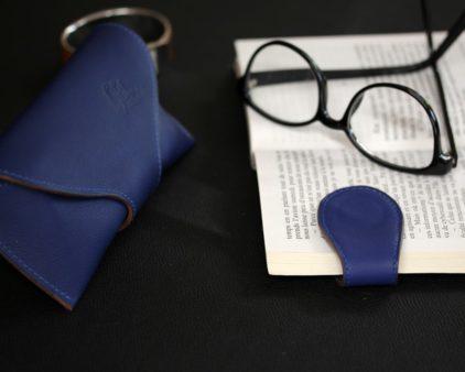 Marque page cuir personnalisé bleu marine maroquinerie lyon accessoire