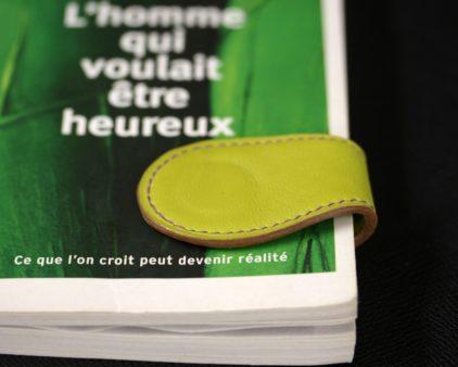 Marque page cuir vert anis accessoire maroquinerie lyon livre lecture