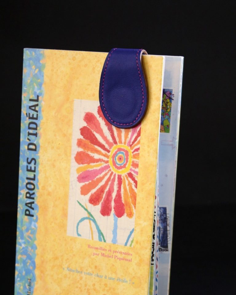 Marque pages cuir bleu magnétique ofilducuir