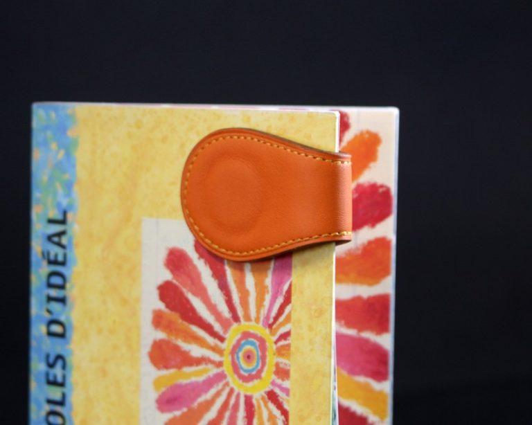 Marque pages cuir orange magnétique ofilducuir