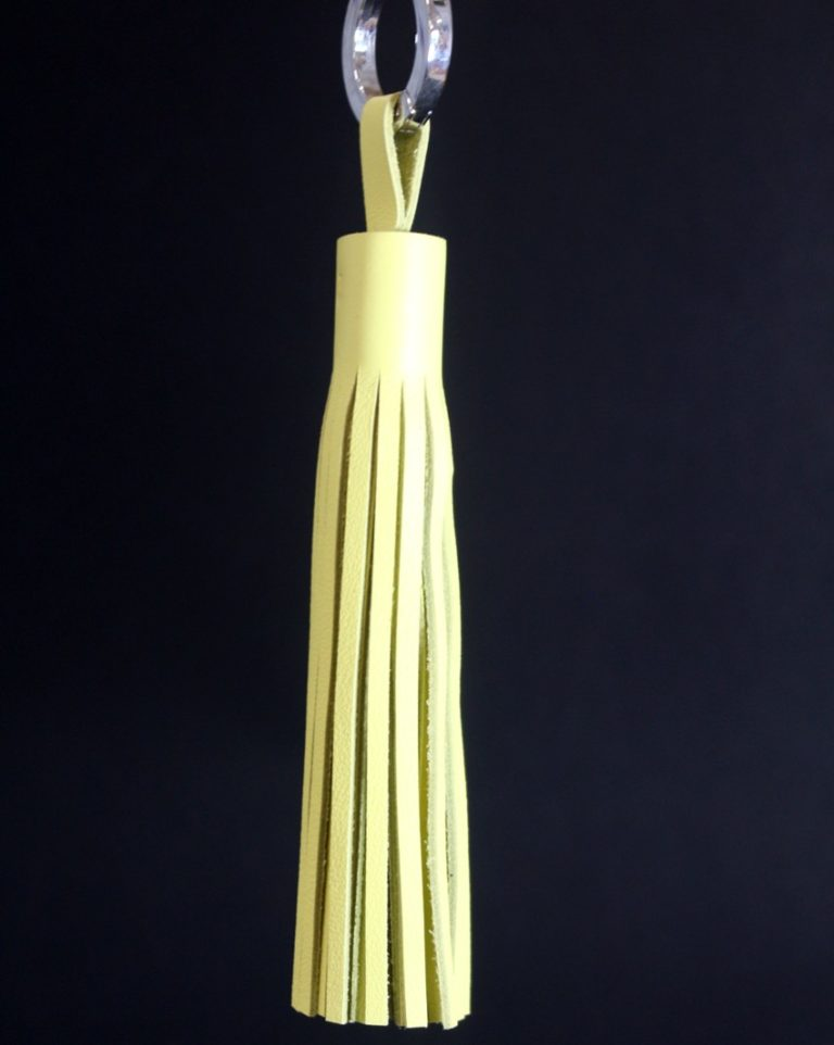 Pompon-cuir-jaune-maroquinerie-lyon-ofilducuir