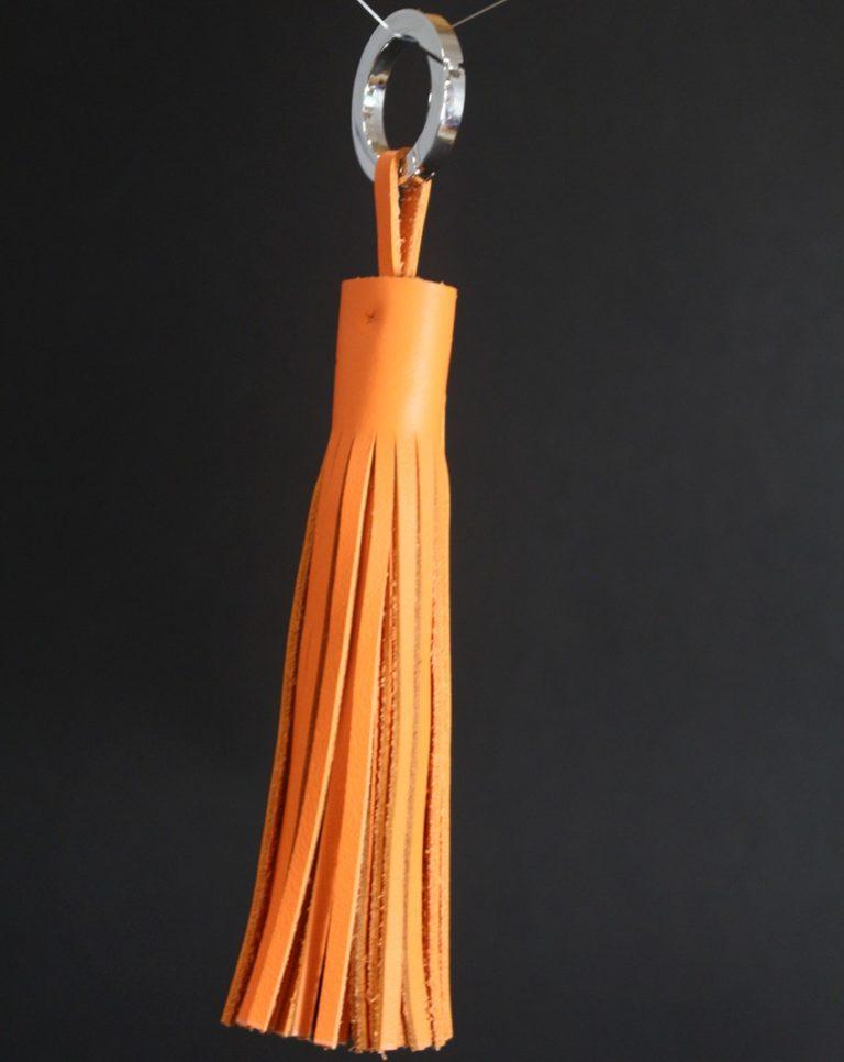 Pompon-cuir-orange-vif-accessoire-sac-main-ofilducuir