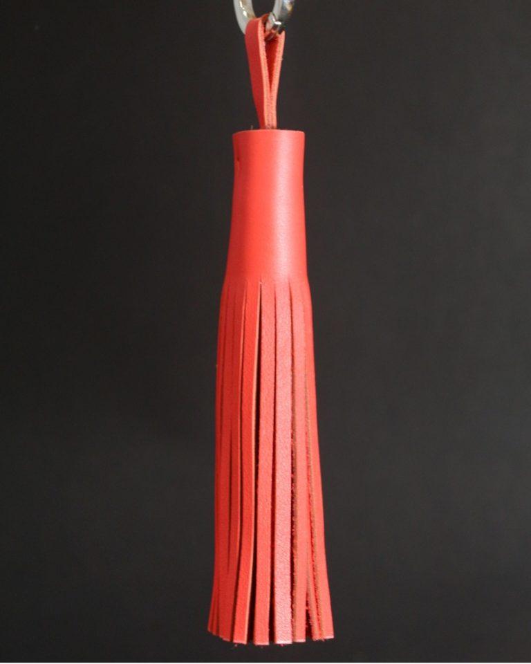 Pompon-cuir-rouge-accessoire-ofilducuir-maroquinerie-lyon