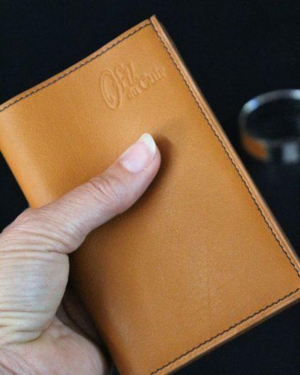 Portefeuille en cuir petite maroquinerie papiers d'identité marron ofilducuir